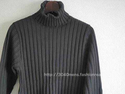 タートルネックのニットセーター